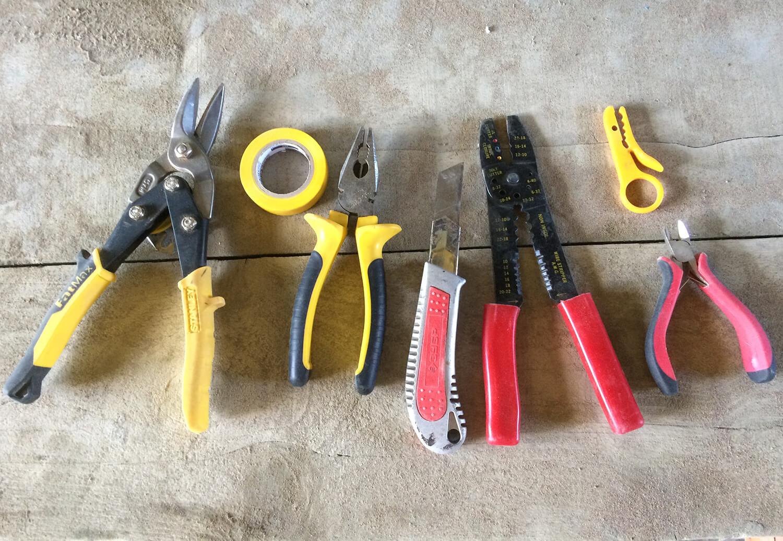 Инструменты для прокладки монтажа электрического кабеля в штробы, розеток и распаячных коробок