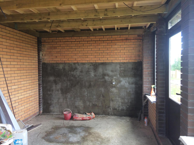Штукатурка стен в беседке, возле стены с комплексом барбекю