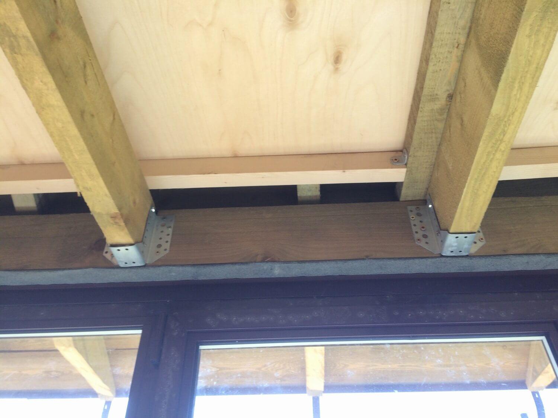 Опора крепежная для бруса. крепит на потолке доску в 50 мм