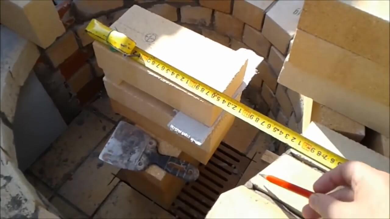 Установка центра окружности для резки шамотного кирпича
