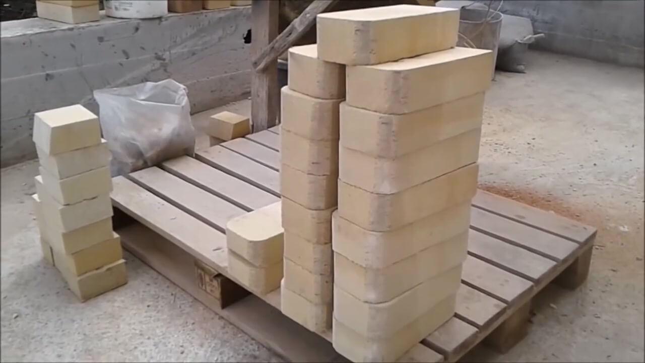 Обработали фигурный, шамотный кирпич на арку мангала