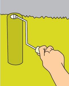 Жидкие обои наносят на поверхность с помощью пластиковой терки или валика