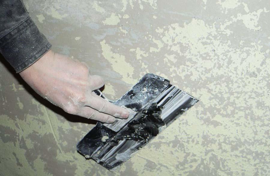 Очищение стен от старых материалов