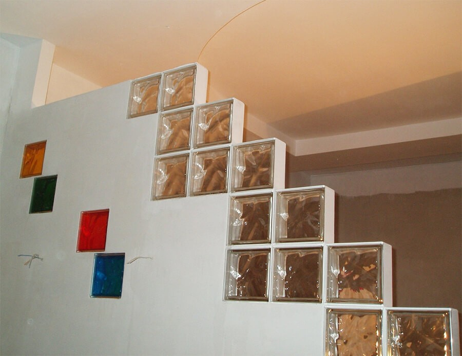 Стеклоблоки в перегородке из гипсокартона